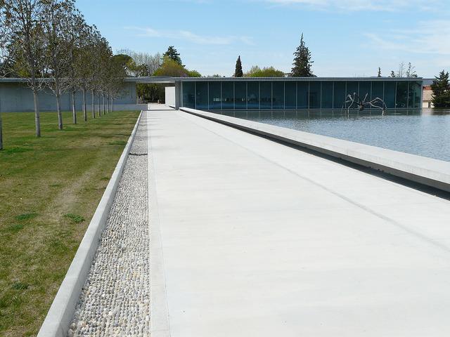 安藤忠雄設計のシャトーラコストアートセンターの外観