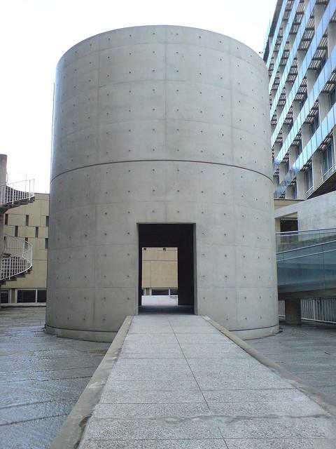 安藤忠雄設計のユネスコ本部瞑想空間の外観