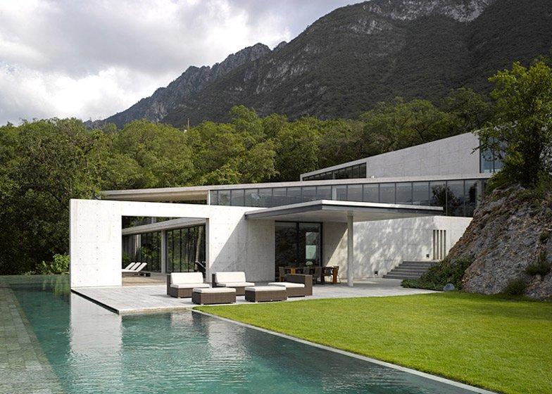 安藤忠雄設計のモンテレイの住宅の外観
