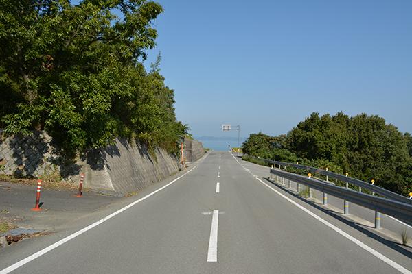 豊島美術館への道