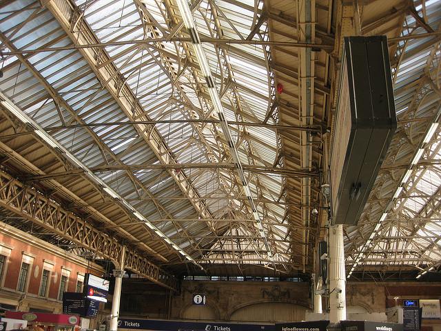 ロンドン駅の屋根