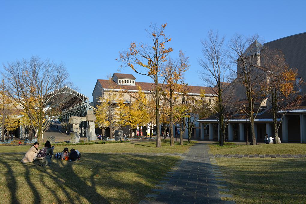 首都大学東京の中庭
