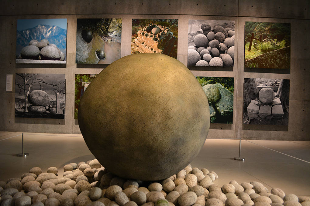 野生展の丸石神