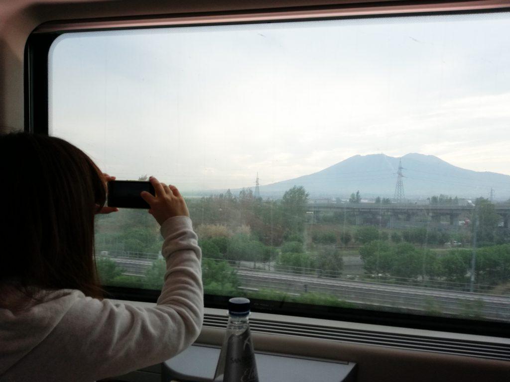 フレッチャロッサから見えるナポリの山